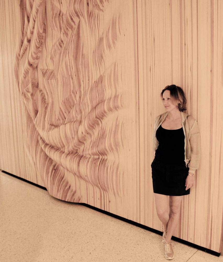3D efekt drevenej steny v Me Milano