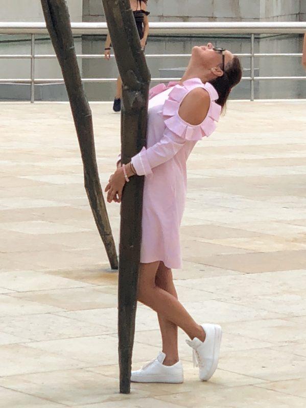 Objímam nohu pavúka francúzskej sochárky Louise Bourgeoist