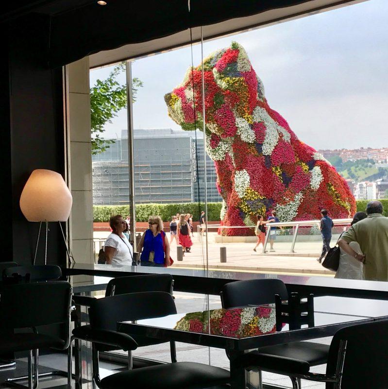 výhľad z reštaurácie hotela Gran Domine na Puppyho