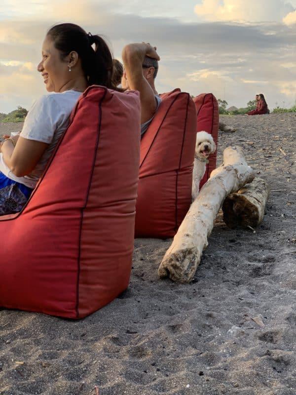 Oddych domácich na pláži Pererenanži