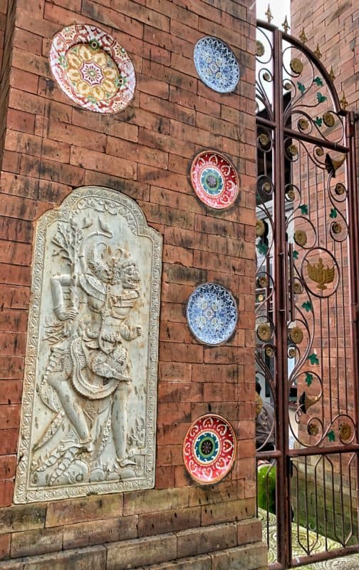 vchod do Tirta Gangga palace